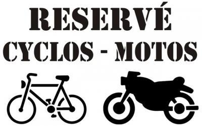 Réservé cyclos motos
