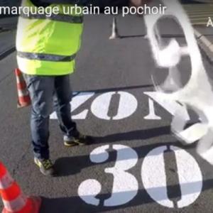 Miniature video pochoir zone 30 trottoir pas crottoir 1